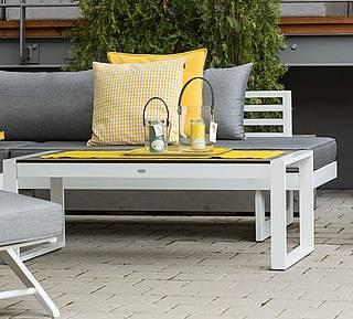 Schöner Stern Gartentisch mit Sitzbank und hochwertigen Polstern und Kissen